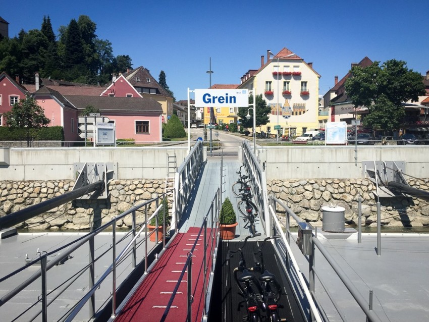Leaving Grein. © 2015 Ralph Grizzle
