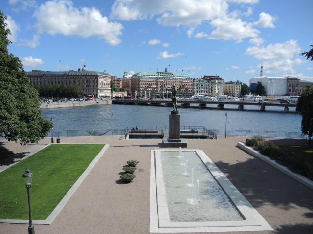 SW-Stockholm-view-from-Parliament-640x480