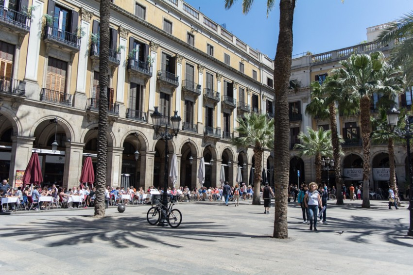 Take time to have lunch in the striking surroundings of Plaza Real, just off Las Ramblas.