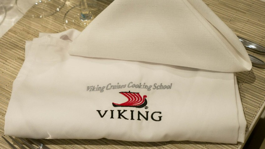 An Apron To Take Home As a reminder of the evening, guests get to take home their full-length aprons.
