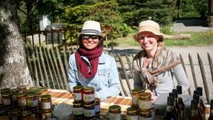 Friendly vendors of honey. © 2017 Ralph Grizzle